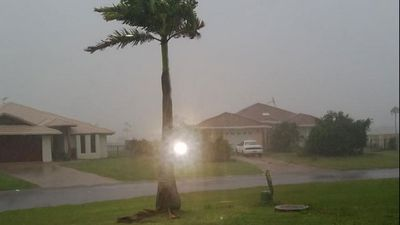 Strong winds in Yeppoon. (Twitter: BLUEOVAL72)