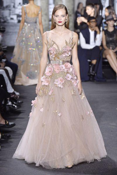 <p>Blushing bride&nbsp;</p> <p>Elie Saab, haute couture autumn/winter, '16/'17, Paris Fashion Week&nbsp;</p>