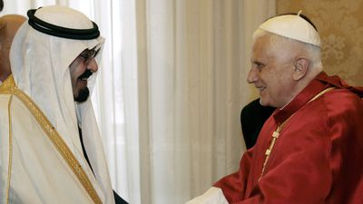 Saudi King Abdullah bin Abdulaziz greets Pope Benedict XVI during a meeting at the Vatican in November 2007. (AAP)