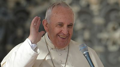 The popular pontiff and former Argentinian nightclub bouncer continued to address the crowd despite the challenges of the wind. (Getty)