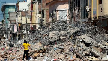 A 6.1 earthquake has struck the coast of Ecuador as the disaster toll continues to rise. (AFP)