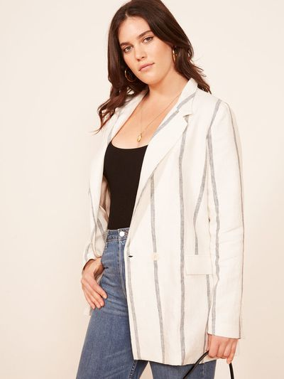 "<a href=""https://www.thereformation.com/products/valero-jacket?color=Black+Licorice&via=Z2lkOi8vcmVmb3JtYXRpb24td2VibGluYy9Xb3JrYXJlYTo6Q2F0YWxvZzo6Q2F0ZWdvcnkvNWFiNTRlYmI3Y2FmNGExNDVkNmUyMjAy"" target=""_blank"" draggable=""false"">Valero jacket</a>, $320.19"
