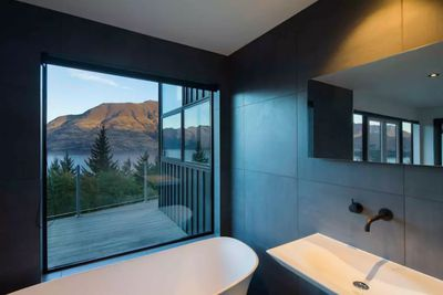 <strong>10. Breathtaking Queenstown Views -New Zealand</strong>