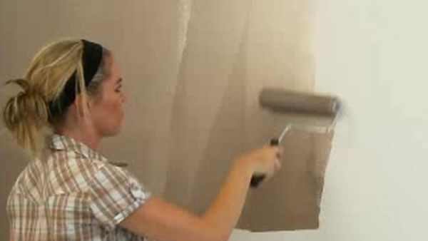 Painting a feature wall with Dulux Design Metallic