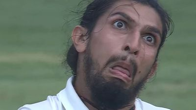 <strong>Ishant Sharma and Steve Smith pull 'monkey faces' at each other </strong>