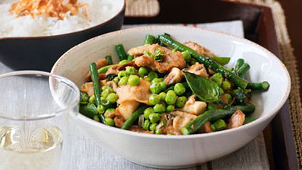 Pork with snake beans, peas, basil and mushrooms