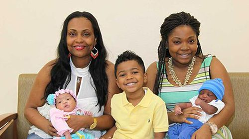 US mother and daughter give birth within minutes of each other