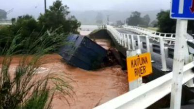 Tourists stranded after Gita pummels New Zealand