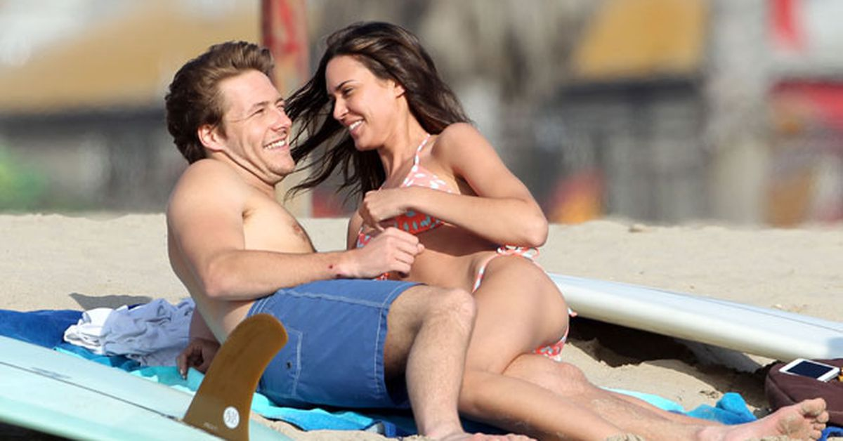 Former I Home And Away I Hunk Luke Bracey Sizzles On Beach With Co Star For Us Show 9celebrity