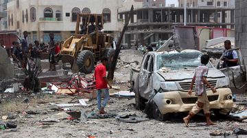 Yemenis inspect the site of a suicide car bombing claimed by the Islamic State group on August 29, 2016 at an army recruitment centre in the southern Yemeni city of Aden. (AFP)