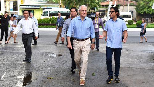 Prime Minister Malcolm Turnbull and celebrity chef Luke Nguyen in Da Nang, Vietnam (Image: AAP)