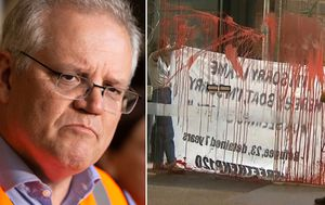 Scott Morrison escorted from protest after being ambushed by refugee demonstrators