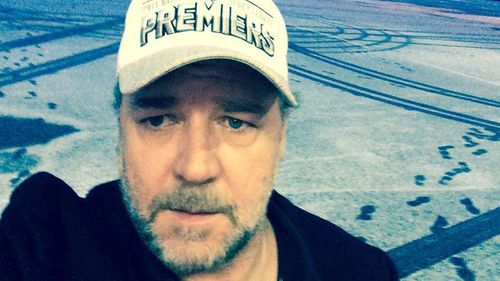 Russell Crowe snaps selfies after being 'stood up' by friends in Newfoundland