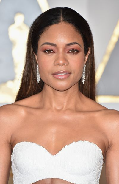 Naomie Harris rocked the super on-trend pink eye and made it work. No mean feat!