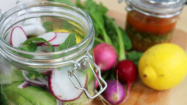 Hayden Quinn's salad in a jar