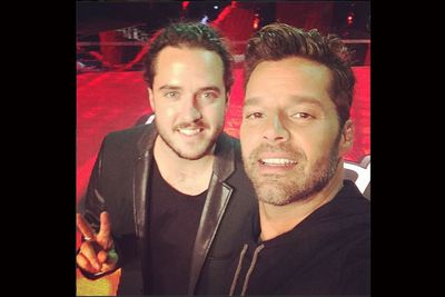 @ricky_martin: #teamricky @thevoiceAU @jax_thomas come on gang, show him some luv. #finalist. Brillant singer and cool Photographer as well.<br/>