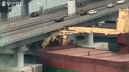A Russian cargo ship has crashed into a busy bridge in South Korea.