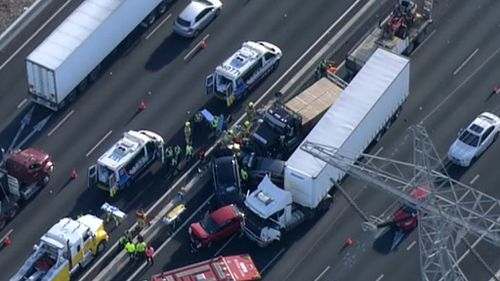 Several cars and a truck have collided on Melbourne's Western Ring Road. (9NEWS)