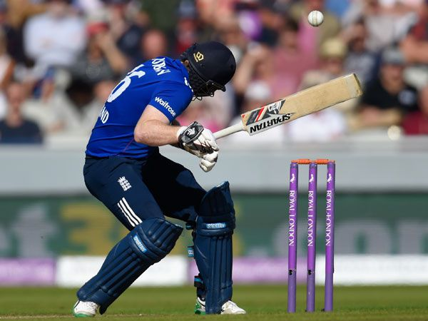 Eoin Morgan was hit in the head by a Mitchell Starc bouncer. (Getty)