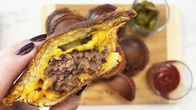 Pie maker cheese burgers