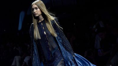 <p>Gigi Hadid has a pretty good idea about what works for her. Beachy blonde wave, leg-baring shorts and mini-skirts and ex-boyband members such as Joe Jonas and Zayn Malik... well Joe didn't quite work.</p> <p>There's one trend, however, that she consistently turns to through rain or shine that adds instant drama to the most basic ensemble and it's the duster coat.</p> <p>Earlier this week Gigi sent germaphobes racing to their hand disinfectant at the sight of Gigi's pristine white coat dragging along the streets of New York. While the Napisan bill for this bleach job will be significant the coat distracted the eye from Gigi's style-deficient grey tracksuit.</p> <p>Gigi may be loyal to the overall trend but she's happy to mix it up with textures and prints. Here's her top coat moments.</p>