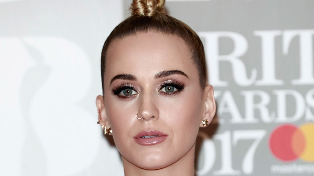 Katy Perry denies plastic surgery rumours