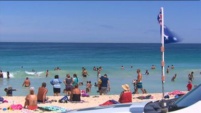 In Perth the weather is perfect, prompting many to head to the beach. (9NEWS)