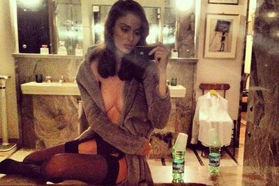 Reowww Nicole Trunfio! The supermodel is all-too-happy to flash her flesh in a hotel in Milan...
