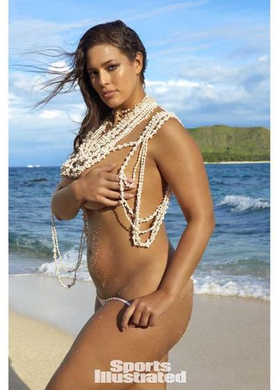 Ashley Graham faced accusations of Photoshop after posting this image from <em>Sport's Illustrated</em>
