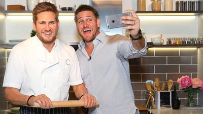<strong>Chef Curtis Stone with his wax likeness at Madam Tussauds in Sydney</strong>