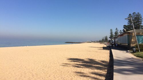 The haze could also be seen hovering over the ocean. Hot weather has left Melbourne shrouded in haze. (9NEWS/Livinia Nixon)