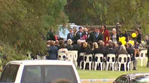 Hundreds gathered to see Ms Scott off. (9NEWS)
