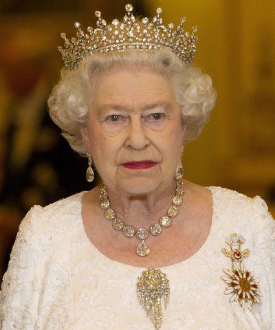 Queen Elizabeth II: The Coronation necklace & Queen Victoria's Fringe brooch