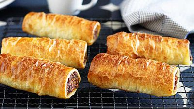 "<a href=""http://kitchen.nine.com.au/2016/05/16/12/42/family-sausage-rolls-with-a-healthier-twist"" target=""_top"">Family sausage rolls with a healthier twist</a> recipe"