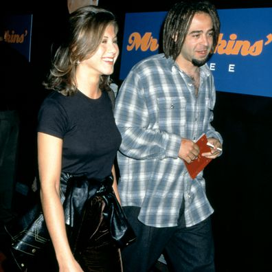 """Jennifer Aniston and American musician Adam Duritz attend the """"Mr. Jenkins Soiree"""" at the Ace Gallery Los Angeles on September 29, 1995 in Los Angeles, California."""