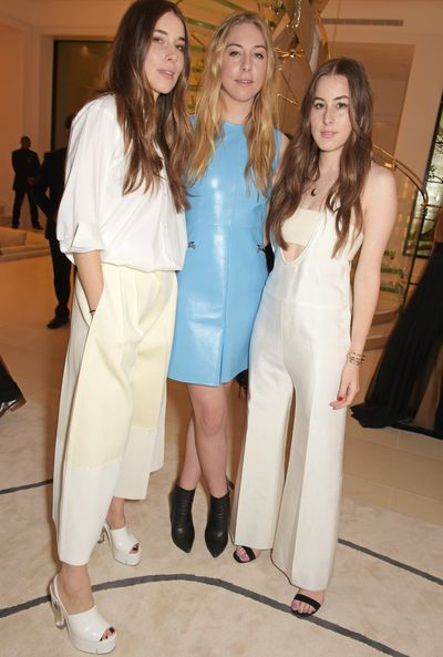 The performers for the night were Haim.