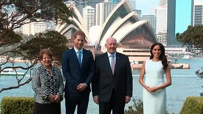 First photo of pregnant Meghan in Australia