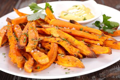 Oven-baked sweet potato fries: 2-3g fibre