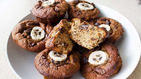 Easy blender banana and dark chocolate muffins