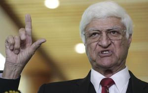 Maverick federal MP Bob Katter stands down as Katter Australian Party leader