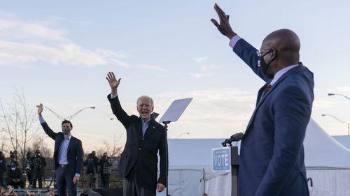 Joe Biden berkampanye untuk kandidat Jon Ossoff dan Rev. Raphael Warnock dalam pemilihan putaran kedua Senat Georgia.