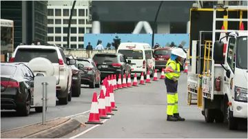 There are major traffic delays along Brisbane's Victoria Bridge after contractors hit an energy source.