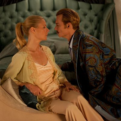 <p>Gwyneth Paltrow and Johnny Depp</p>