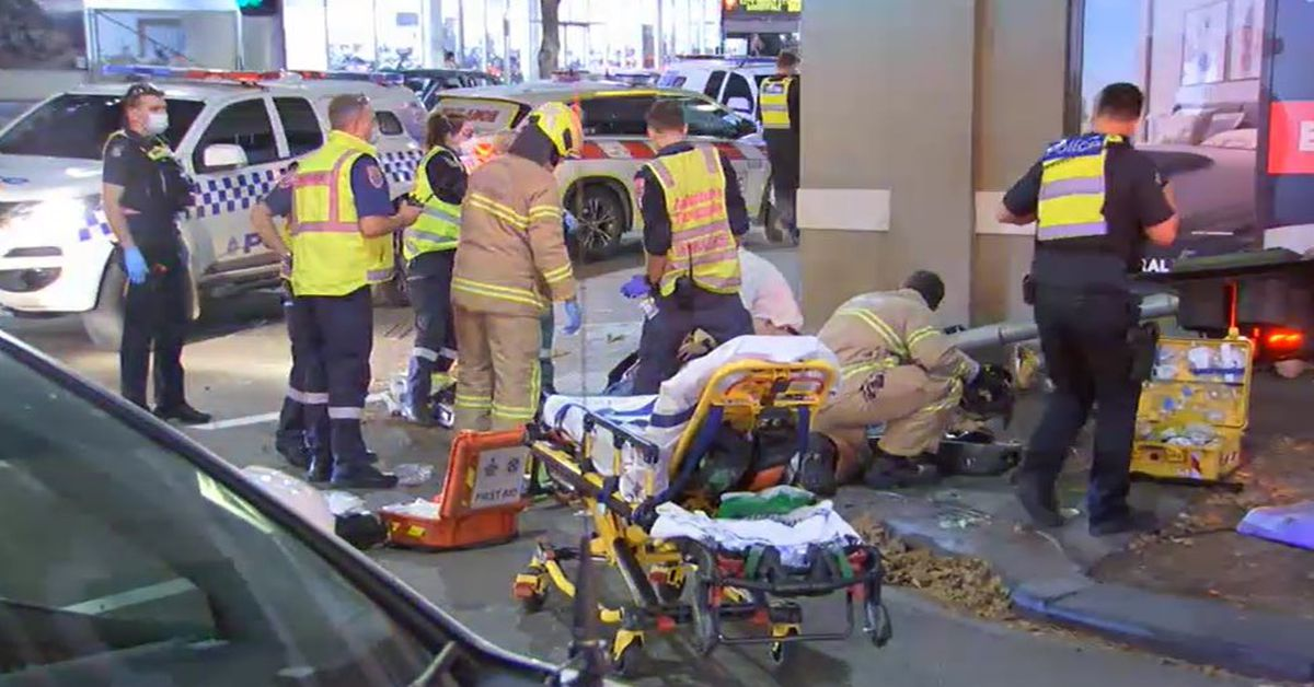 Truck ploughs into pedestrians in downtown Melbourne police searching for driver – 9News
