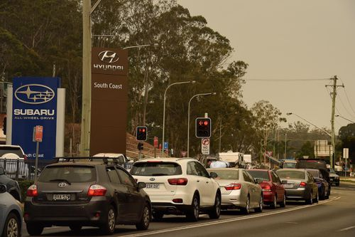 Traffic queue on Beach Road in Batemans Bay as the NSW RFS has called for all tourists to leave the area ahead of this weekend's hazardous fire conditions.  Batemans Bay, NSW. 2nd January, 2020. Photo: Kate Geraghty
