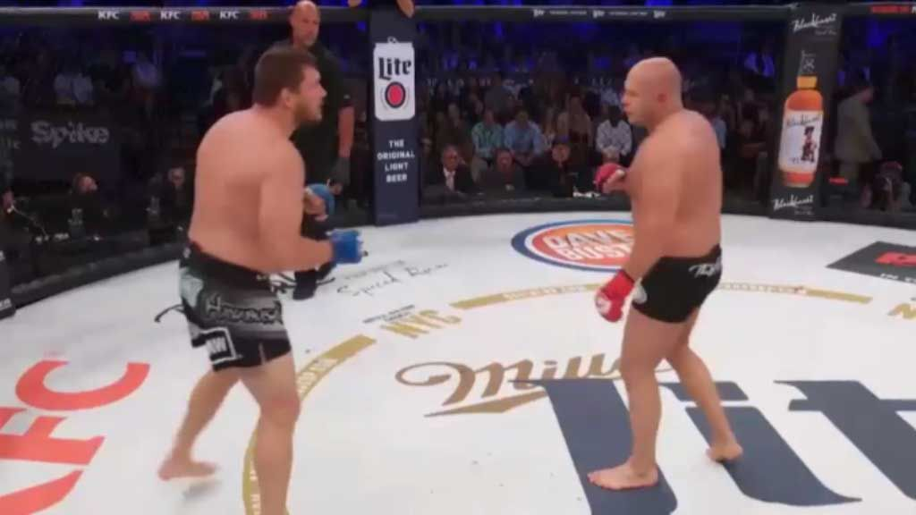 Double knockdown shocks UFC fans