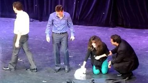 Watch: Marie Osmond pees her pants on stage, wipes it up with a towel