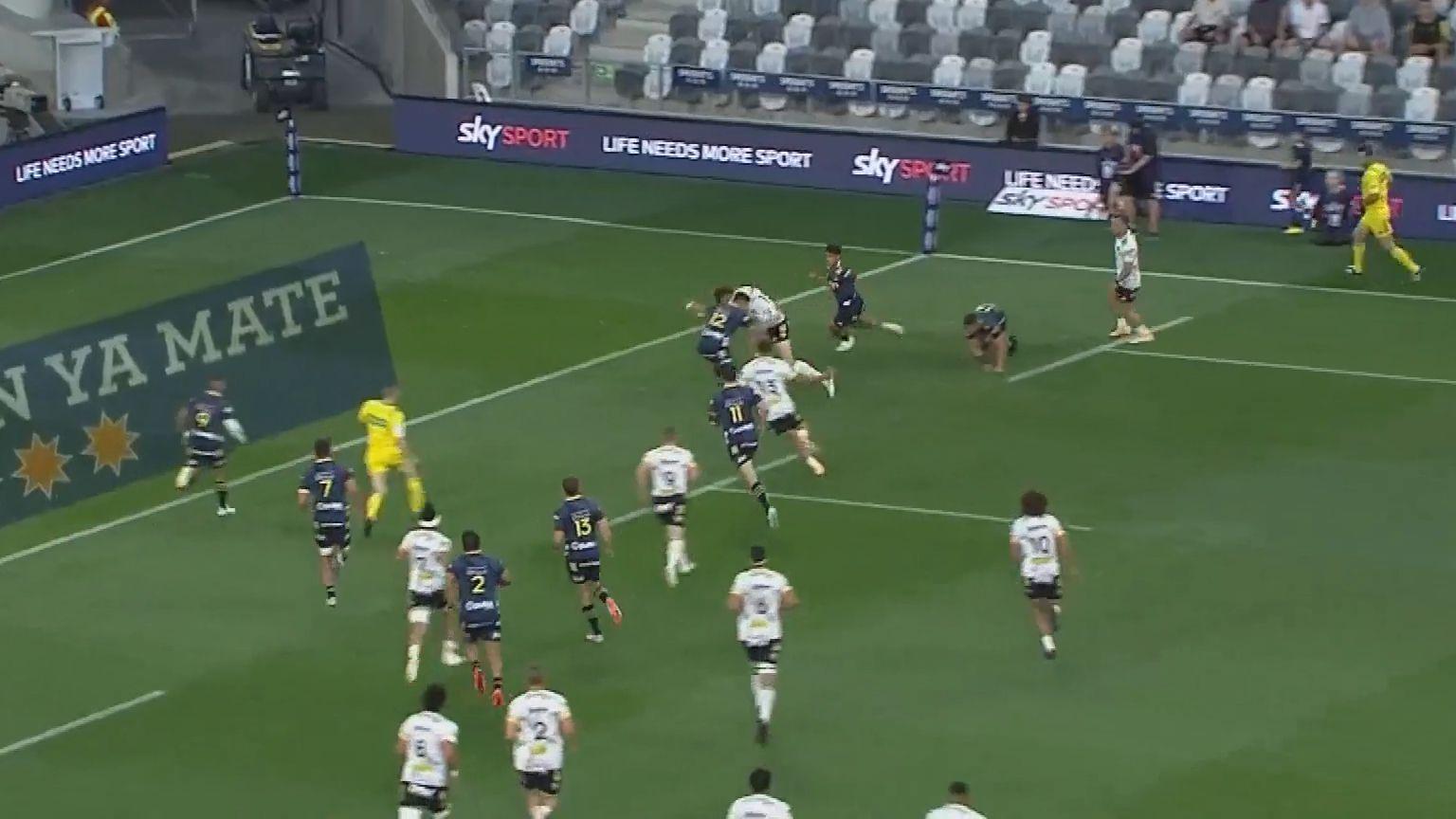 Super Rugby Aotearoa: Hurricanes fullback Jordie Barrett demolishes the Highlanders