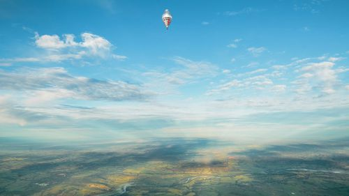 Russian balloonist set to smash round-the-world record as he approaches WA finish line