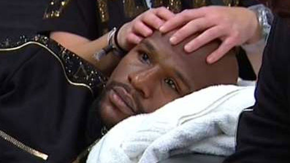Floyd Mayweather gets head massage ahead of bout with Conor McGregor